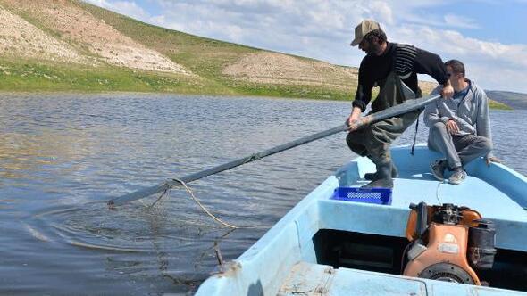 Yamula Barajında 2 bin 600 metrelik kaçak misina ağı ele geçirildi
