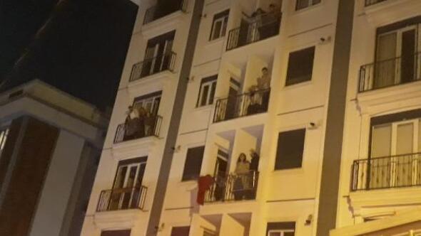 Kartalda 6 katlı binada yangın: 1i bebek 4ü çocuk 15 kişi kurtarıldı
