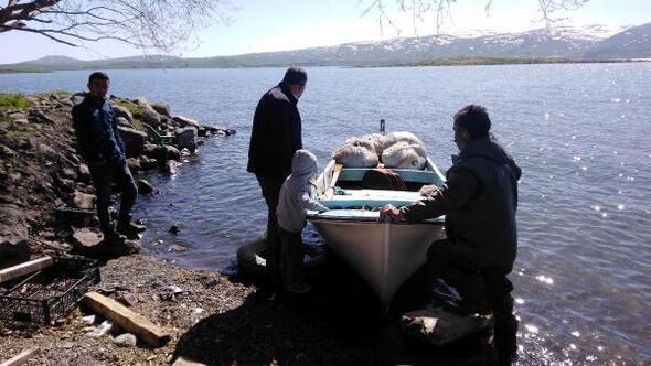Çıldır Gölünde balıkçıların umudu gelecek sezonda