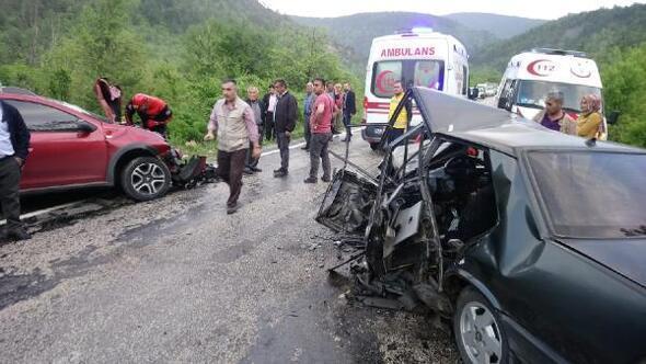 Karabükte 2 otomobil çarpıştı: 1 ölü, 4 yaralı