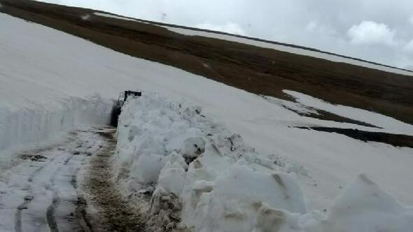 Gümüşhanede kardan kapalı yayla yolları açılıyor