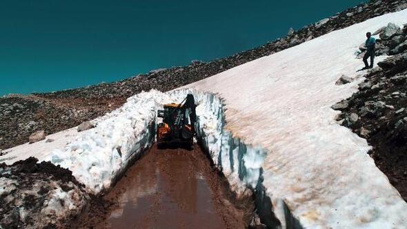 Seydikemerin yüksek kesimlerinde karla mücadele