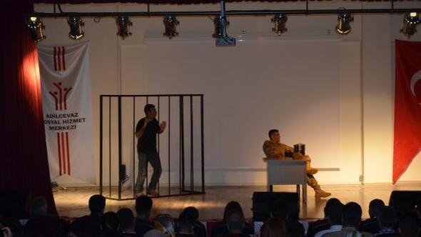 Jandarmadan gençlere ve öğrencilere yönelik tiyatro oyunu