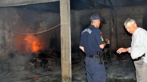 Bayramiçte iki depo yandı, sahibi fenalaştı