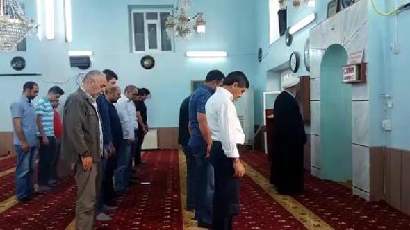 Iğdırdaki camide bayram namazı iki kez kılındı