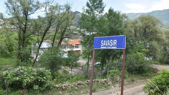 Heyelan nedeniyle köy boşaltıldı