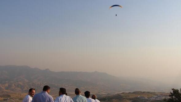 Şırnaktaki Namaz Dağında yamaç paraşütü yarışması