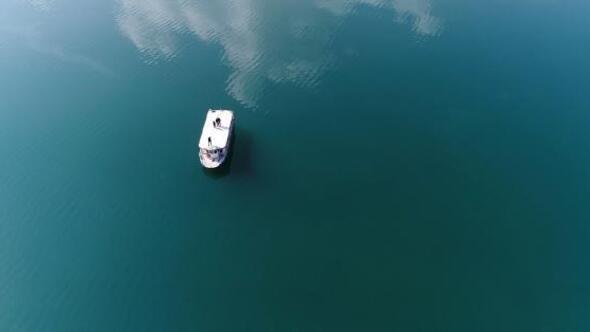 Hazar Gölünde su seviyesi düştü, Batık şehir ortaya çıktı
