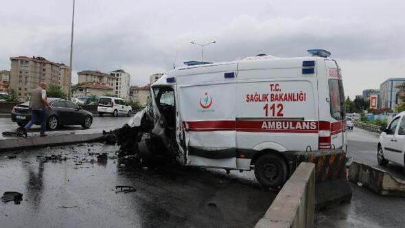 Ataşehir D-100 Karayolunda ambulans kaza yaptı: 3 yaralı