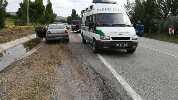 Otomobilin çarptığı motosikletteki çift öldü