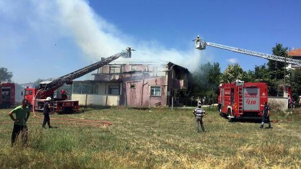 Silivride iki katlı binada yangın çıktı