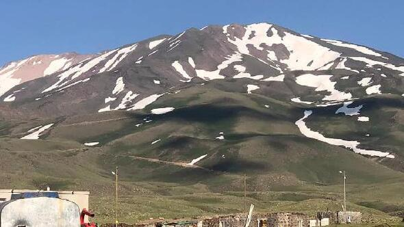 Ağrılı dağcılar Süphan Dağına tırmandı