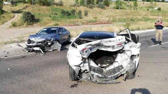 Sivasta otomobiller çarpıştı: 5 yaralı