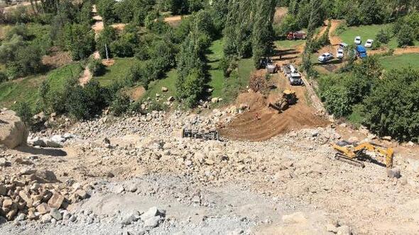 Artvinde uçuruma yuvarlanan kamyonun sürücüsü öldü