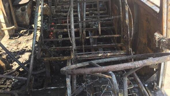 Tarım işçilerini taşıyan servis minibüsünde yangın: 2 yaralı
