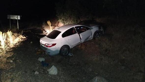 Karakoçanda otomobil şarampole devrildi: 6 yaralı
