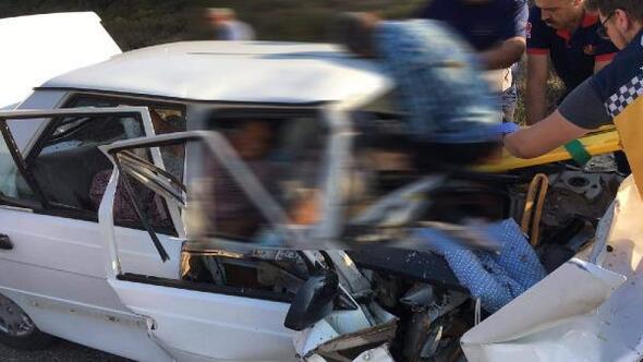 Çanakkalede iki otomobil çarpıştı: 2 ölü, 2 yaralı