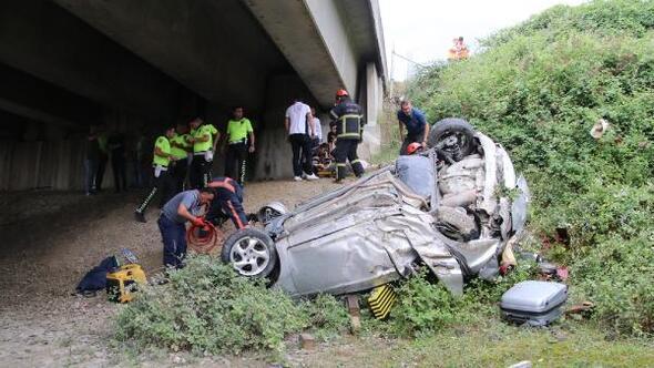 Yoldan çıkan otomobil, köprünün altında uçtu: 3 yaralı