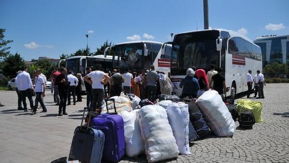 Esenyurtta 117 Suriyeli göçmen ülkelerine uğurlandı