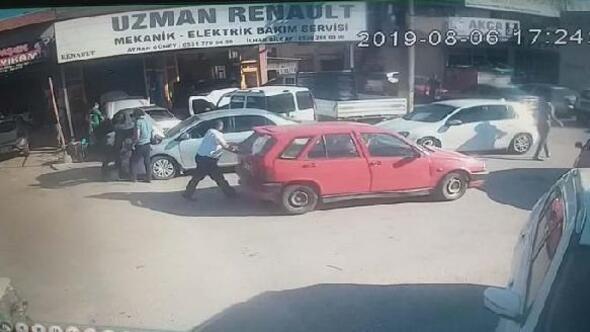 Satıp parasını alamadığı otomobilini tamirhaneden iterek götürdü