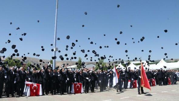 Bitlis POMEM'de mezuniyet sevinci