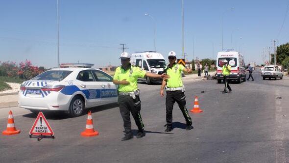 Otomobil ile motosiklet çarpıştı: 2si ağır 3 kişi yaralandı
