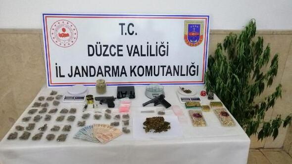 Düzcede uyuşturucu ticaretine 8 gözaltı
