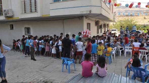 Derikte bayram öncesi 500 çocuk sevindirildi