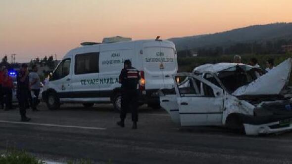 Refüje çarpan otomobildeki arkadaşlardan 2si öldü, 2si yaralandı