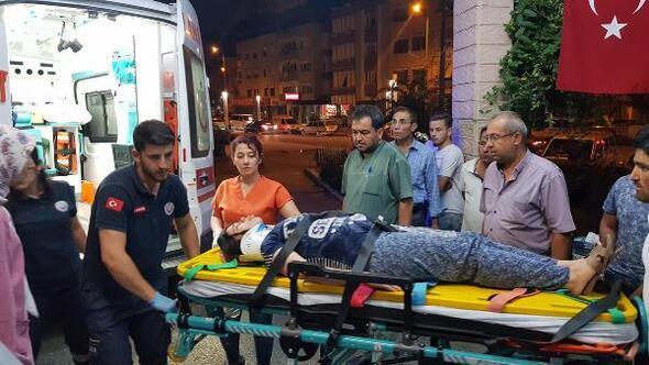 Şarampole devrilen otomobildeki biri hamile 2 kişi yaralandı