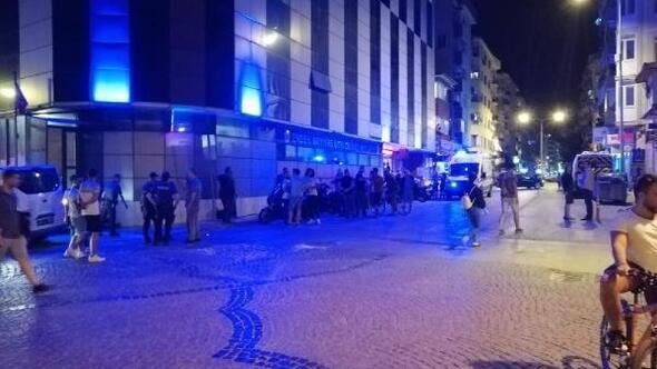 Eğlence mekanı önünde silahlı kavga: 5 yaralı