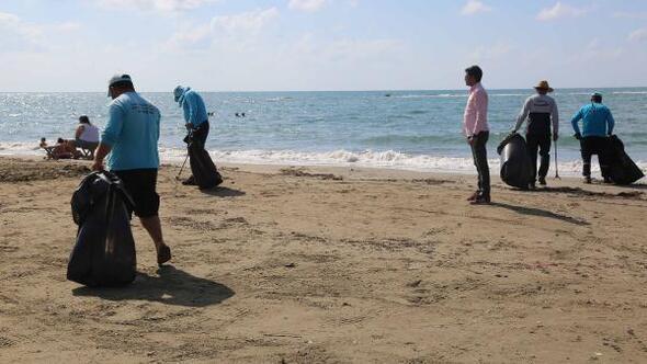 Büyükşehir Belediyesi, Yumurtalık ve Karataş sahillerini tatilciler için temizliyor