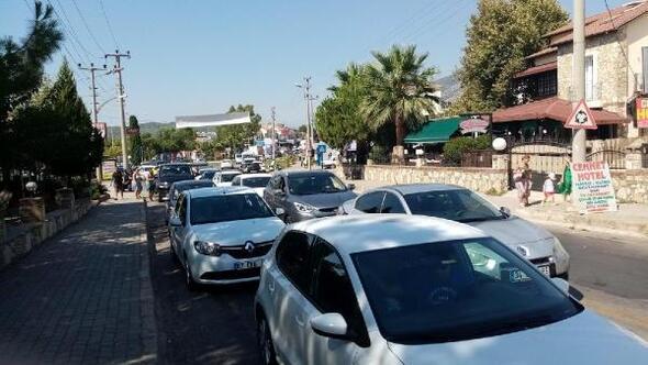 Ölüdeniz yolunda bayram trafiği