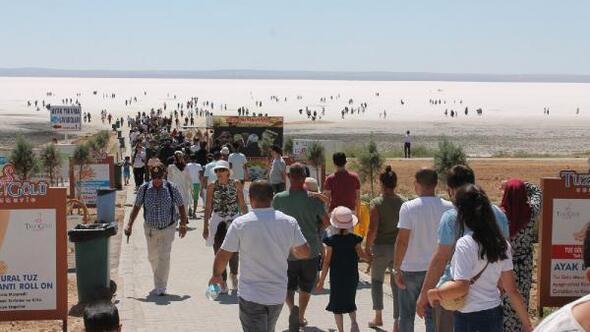 Tuz Gölünde bayram kalabalığı