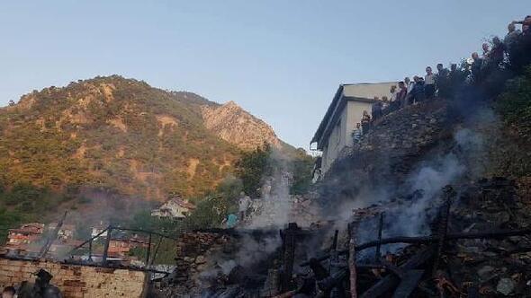 Çorumda tek katlı evde çıkan yangında karı-koca öldü
