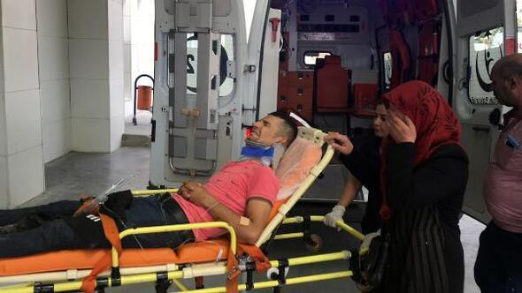 Engelli oğlunu sedyede görünce gözyaşlarını tutamadı