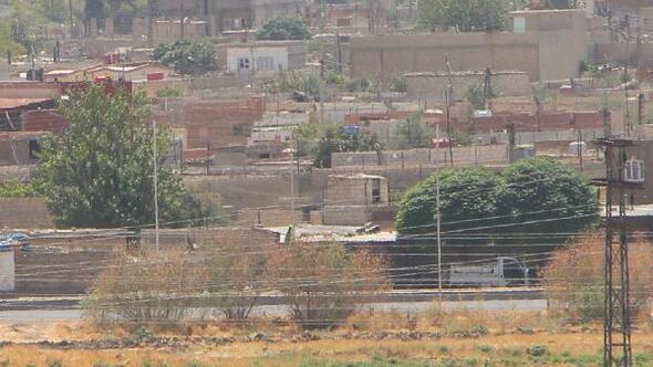 Sınırdaki Kamışlıda terör örgütünün bezleri indirildi
