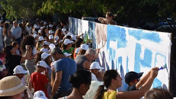 Edremit Kitap Fuarında 40 metrekarelik tuvale resim yaptılar
