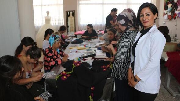 Köyde açtığı kursla kadınlara istihdam sağladı