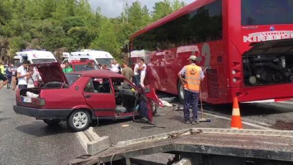 Yolcu otobüsüyle otomobil çarpıştı: 5 yaralı