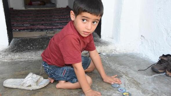 Doğuştan tibial hemimelia hastası olan Suriyeli Ahmed şifa arıyor