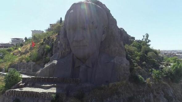 Atatürk maskı profesyonel dağcılar tarafından temizlendi