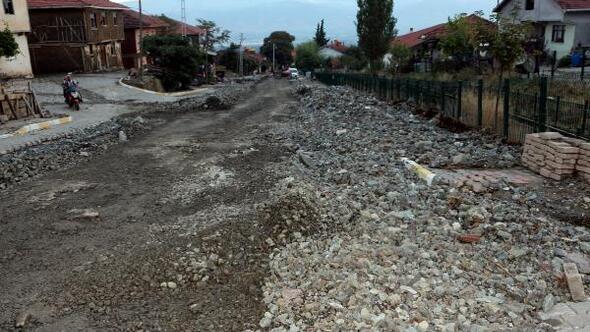 Sel suları, 15 ev ve bin 500 dönüm arazide hasara yol açtı
