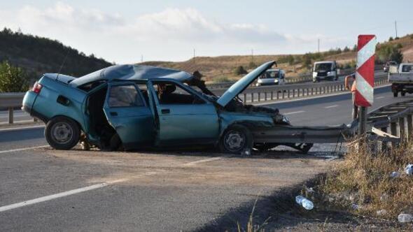 Otomobil bariyere çarptı: 1i ağır 6 yaralı
