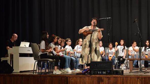 Tencereli, kaşıklı çocuk grubunun konseri büyük beğeni topladı