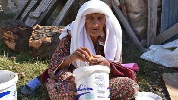 105 yaşındaki Sabayi ninenin uzun yaşamının sırrı manda yoğurdu