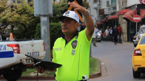 Trafik ışığıolmayan kenttekikavşakta 10 yıldır görevde