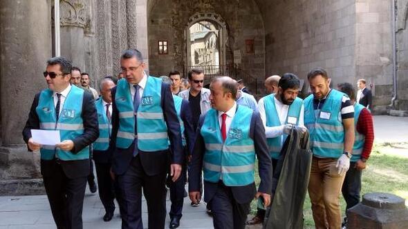 Erzurumda denetimli serbestlik yükümlüleri temizlik yaptı
