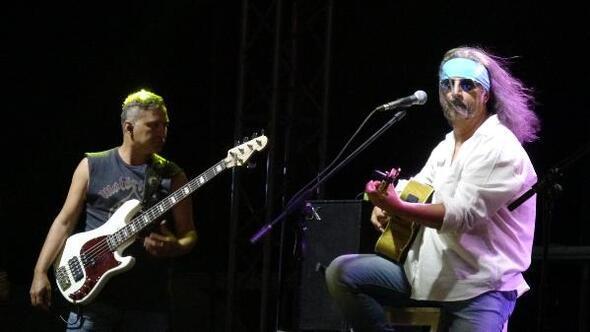 Zeytinli Rock Festivali, yoğun katılımla başladı
