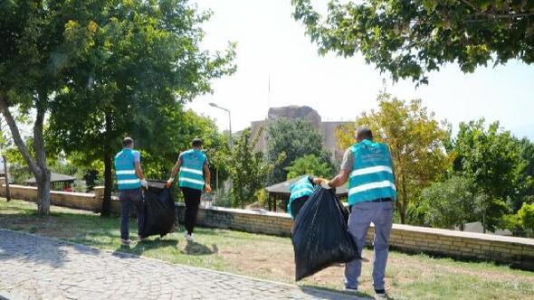 Hükümlüler Harputta çevreyi temizledi